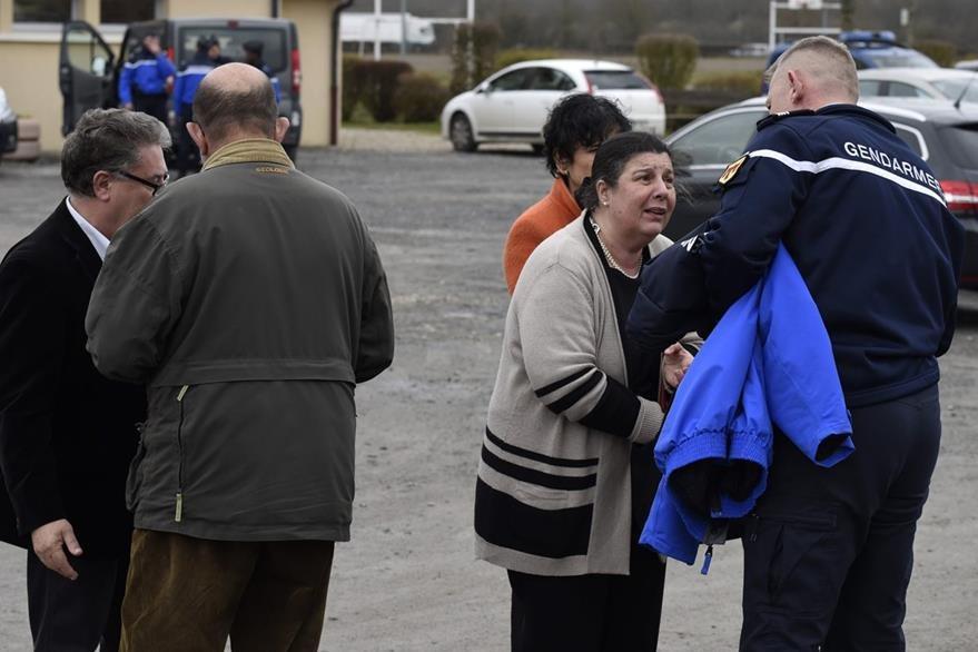 Familiares y amigos de las víctimas lloran al enterarse de la tragedia. (Foto Prensa Libre: AFP).