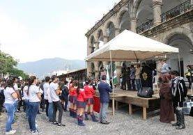 Acto cívico celebrado frente a la Municipalidad de Antigua Guatemala, con motivo del aniversario de la Constitución Política de la República de Guatemala. (Foto Pensa Libre: Julio Sicán)