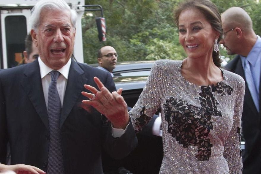Vargas Llosa junto a Isabel Preysler, su actual pareja. (Foto: Hemeroteca PL).