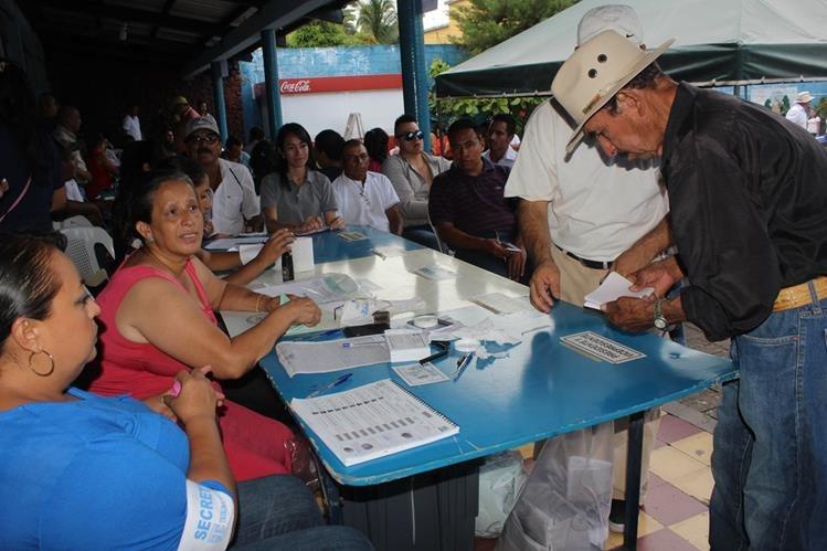 Pobladores de Jutiapa emiten sufragio durante elecciones generales del 6 de septiembre. (Foto Prensa Libre: Óscar González)
