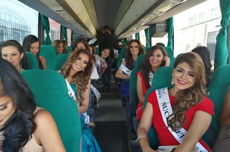Las representantes de belleza en su viaje a Quetzaltenango. (Foto Prensa Libre: Óscar Fernando García).