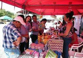 Productores del departamento tienen la oportunidad de comerciar sus productos en la feria. (Foto Prensa Libre: Héctor Contreras)