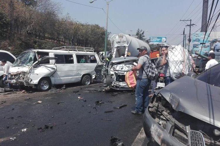 A consecuencia del accidente no hay paso de San Cristobal hacia Mixco