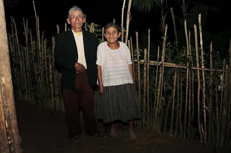 La pareja vive en una humilde vivienda en Tucanjá, San Cristóbal Verapaz. (Foto Prensa Libre: Eduardo Sam)