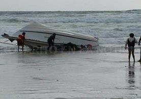 La lancha en que viajaba el quetzalteco naufragó junto con otros migrantes centroamericanos. (Foto Prensa Libre)