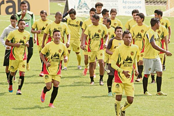 El conjunto occidental deja en el pasado el empate con el conjunto colonial. (Foto Prensa Libre: Aroldo Marroquín)