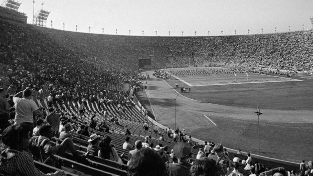 No hubo lleno completo en el Coliseo Memorial de Los Ángeles, en 1967. (AP)