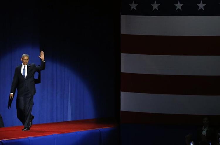 Una ovación recibe a Obama para su último discurso presidencial en Chicago.
