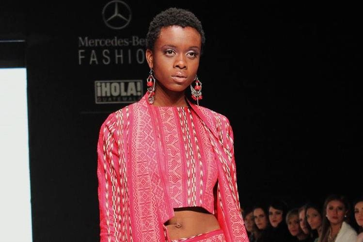 Colección #KIEM presentada por Eduardo Figueroa Couture en Mercedes-Benz FashionGT. (Foto Prensa Libre: Cortesía)