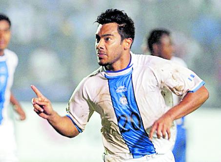 El exjugador de Municipal es el principal referente del futbol guatemalteco a nivel mundial. (Foto Prensa Libre: Hemeroteca PL)