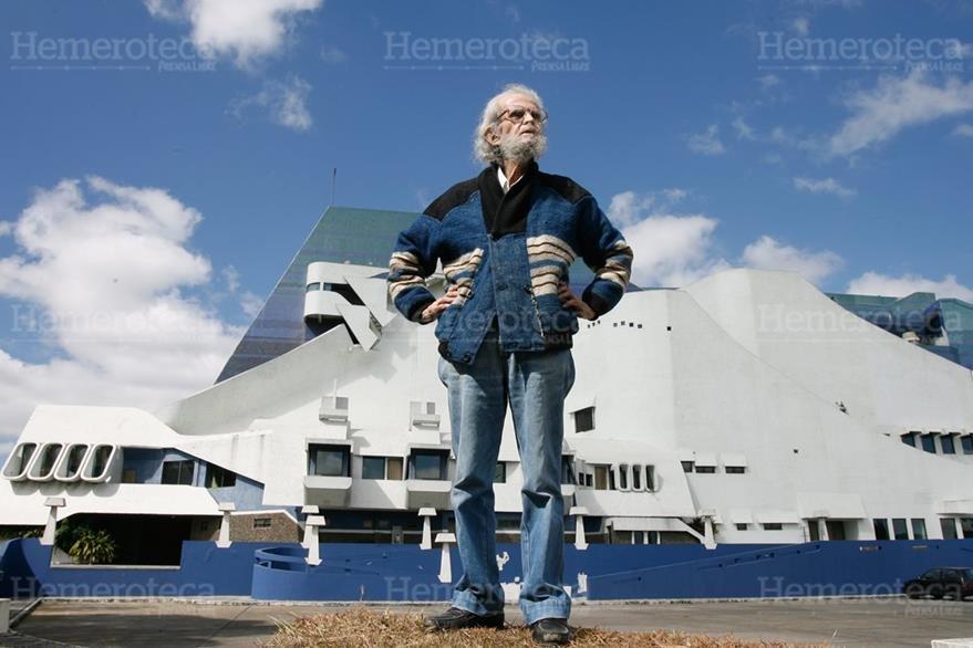 Efraín Recinos encargado de la construcción del centro cultural. (Foto: Hemeroteca PL)