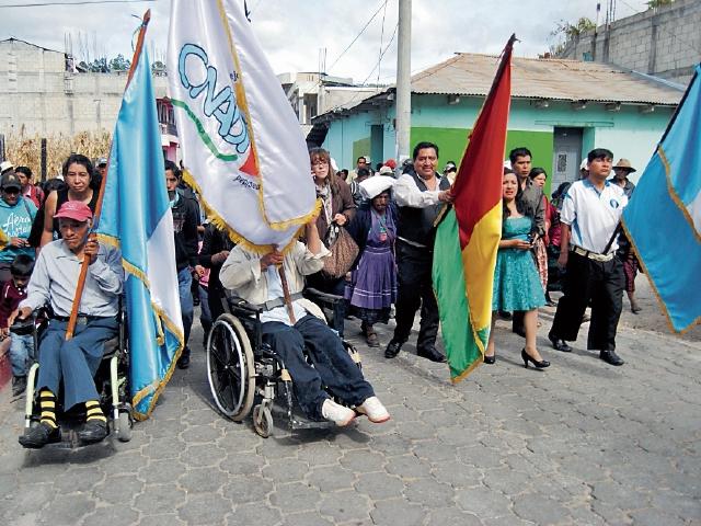 Con un desfile celebran inauguración de oficina de atención a personas con discapacidad.