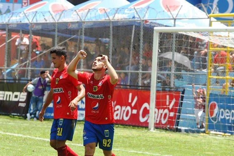 Carlos Ruiz marcó el primer gol para Municipal. (Foto Prensa Libre: Hemeroteca PL)