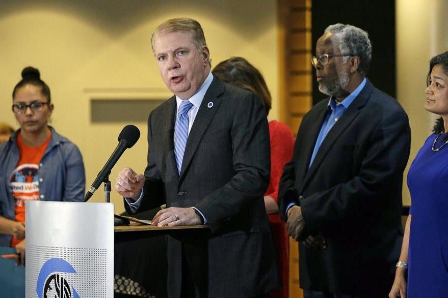 El alcalde de Seattle, Ed Murray, también se sumó a los funcionarios que desafían a Trump (Foto Prensa Libre: AP).