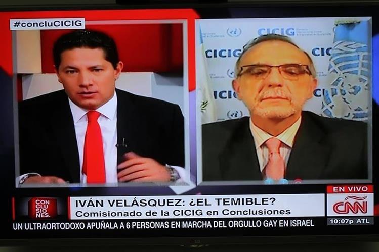 El periodista Fernando del Rincón, de CNN, entrevista a Iván Velásquez, jefe de Cicig.
