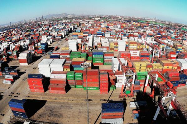 Terminal de contenedores en el Puerto de Qingdao, en la provincia de Shandong, China.