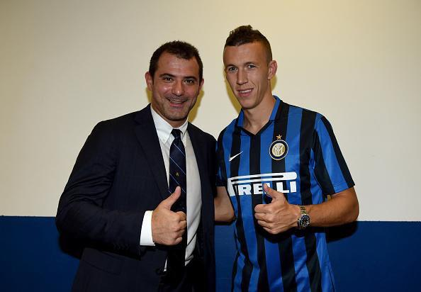 Ivan Perisic firmó ayer su contrato con el Inter de Milán. (Foto Prensa Libre: Twitter)