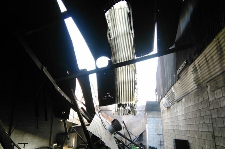 Fue a eso de las 5 horas de este lunes que los socorristas lograron sofocar las llamas para impedir que se propagaran a otras viviendas.
