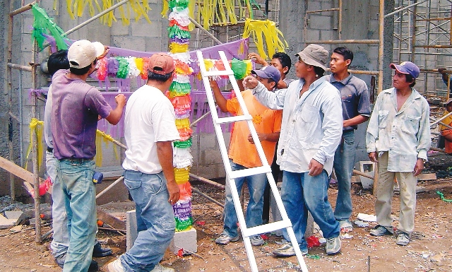 Mancera Espinosa felicita a los trabajadores de la construcción en su Día