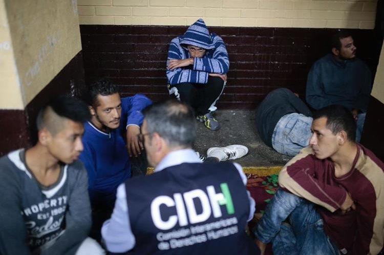 Comisionados de la CIDH visitaron algunas cárceles y conocieron demandas de población reclusa en el país. (Foto Prensa Libre: CIDH)