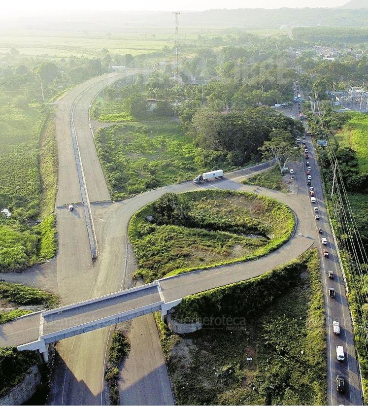 La ampliación de la carretera que Norberto Odebrecht construiría ya no se concluyó. Esta se valoró en US$399 millones. (Foto Prensa Libre: Hemeroteca PL)