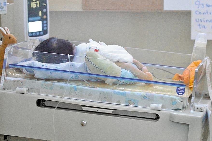 En la Unidad de Espina Bífida del Hospital San Juan de Dios fueron operados  más de 300 neonatos el año pasado.