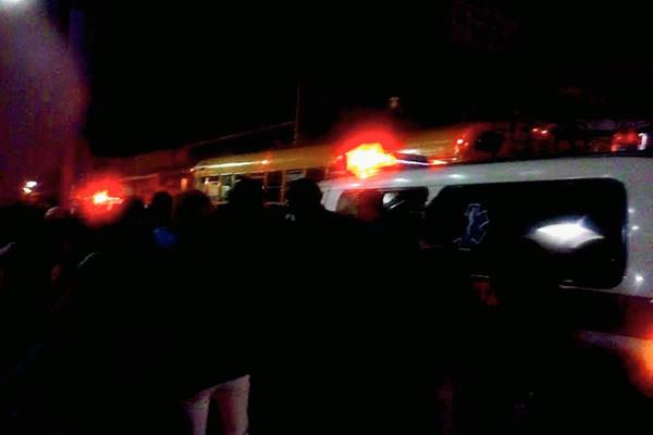 Autobús en el que fue atacado el piloto, en Sumpango, Sacatepéquez. (Foto Prensa Libre: Renato Melgar)