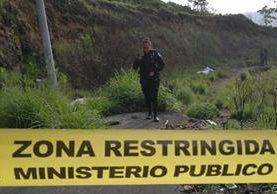 El cadáver de una persona fue localizado en un área boscosa de la colonia Primero de Julio. (Foto Prensa Libre: Érick Ávila)
