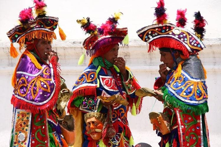 El baile de moros y cristianos es una tradición en algunas fiestas de Cobán (Foto Juan Carlos Lemus Dahinten)