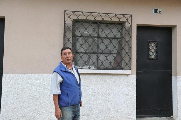 Jaime Reyes, de 69 años, conoció a Ricardo Arjona en la colonia Las Victorias, zona 1, donde el cantautor vivió. (Foto Prensa Libre, Brenda Martínez)