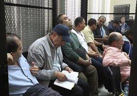 Sindicados en el caso Caja de Pandora en la carceleta del juzgado este jueves. (Foto Prensa Libre: Carlos Hernández).