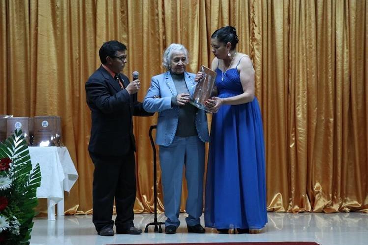 Benita de León Girón fue homenajeada por ser la persona más longeva de San Carlos Sija, Quetzaltenango. (Foto Prensa Libre: María José Longo)