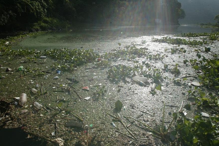 Lago de Amatitlán, reflejo del descuido ambiental en Guatemala. (Foto: Hemeroteca PL)