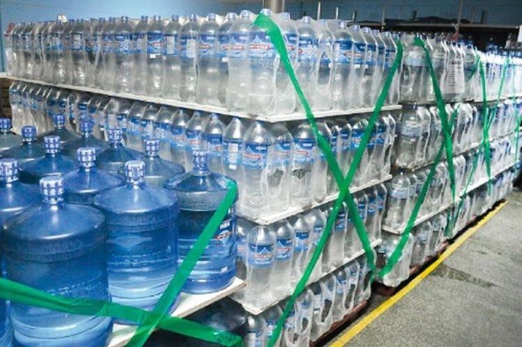 Cada día hay un mayor consumo del vital líquido. (Foto Prensa Libre: diario16.pe)