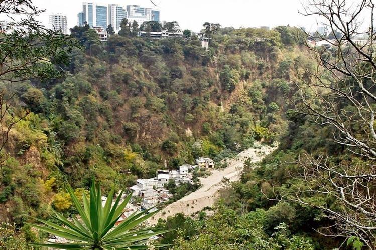 Así se ve la que fuera la comunidad El Cambray 2, luego de que se evacuara a las familias que no fueron afectadas y se cerrara el lugar para evitar futuros desastres.