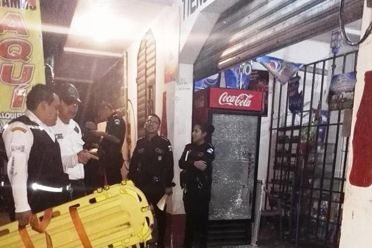 Frente a un comercio fueron atacados los cuatro menores. (Foto Prensa Libre: Oswaldo Cardona)