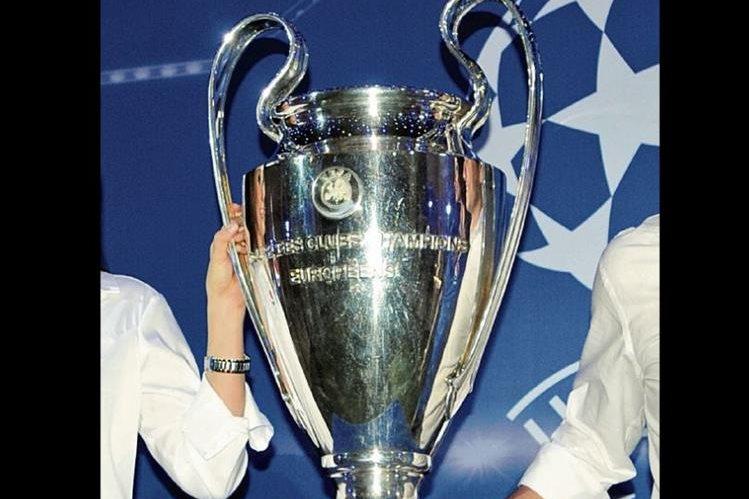 El trofeo de la Champions despierta la ilusión de los equipos. (Foto Prensa Libre: Hemeroteca PL)