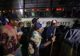 Pobladores de Bluefields, Nicaragua, son evacuados ante el peligro que representa Otto. (Foto Prensa Libre: AFP)