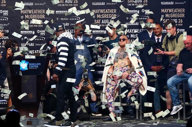 Floyd Mayweather Jr. y Conor McGregor viajan por el mundo para promocionar su pelea. (Foto Prensa Libre: AFP)