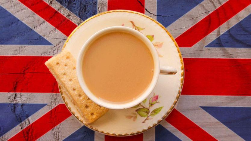 Con un poquito de leche. Así toman el té los británicos. GETTY IMAGES
