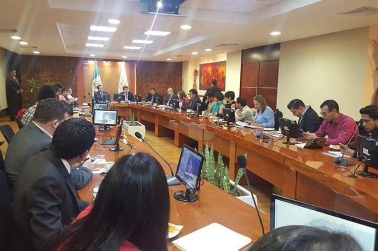 Jimmy Morales presenta su plan de Gobierno a 34 de los usuarios más activos y que generan incidencia en Twitter. (Foto Prensa Libre: Minfin)