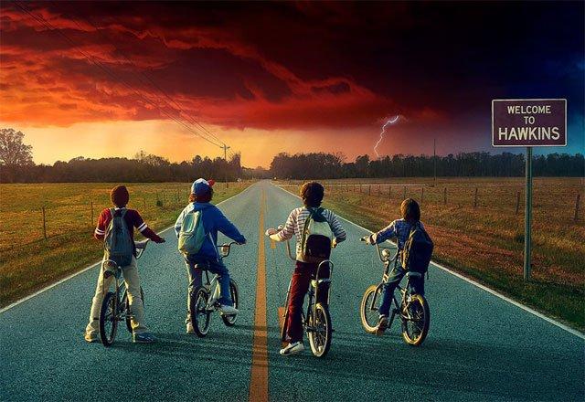 "Póster promocional de la serie de Netflix ""Stranger Things"", segunda temporada."