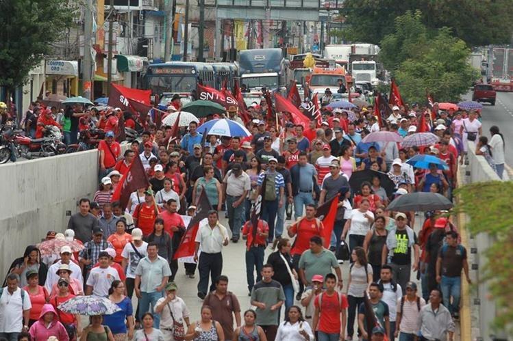 Sindicalistas presionaron a gobiernos anteriores para obtener beneficios. (Foto Prensa Libre: Hemeroteca PL)