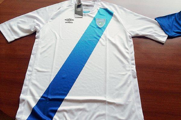 La nueva camisola de la Selección de Guatemala fue presentada por la Fedefutbol. (Foto Prensa Libre: Francisco Sánchez)