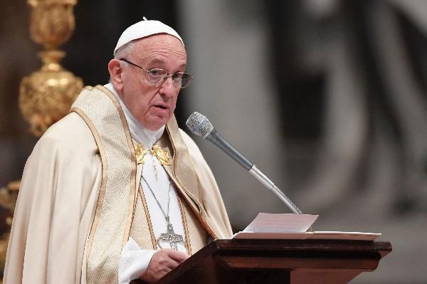 El Papa anuncia que sacerdotes podrán absolver del pecado del aborto de manera indefinida.(Foto Prensa Libre:AFP).