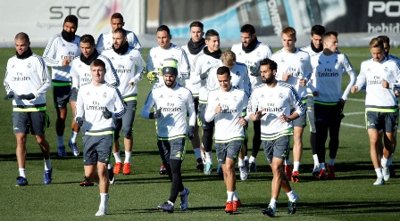 Equipos como Real Madrid y Barcelona podrían incrementar sus ingresos con el nuevo sistema de licitación. (Foto Prensa Libre: HemerotecaPL).