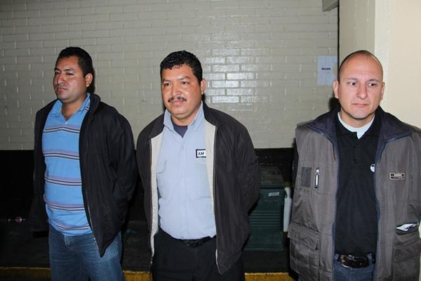 """<p>Tres de los siete presuntos sicarios fueron capturados en un sector de la zona 10. (Foto Prensa Libre: PNC)<br _mce_bogus=""""1""""></p>"""