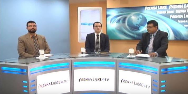 Analistas Christians Castillo y Gabriel Duarte conversan con el periodista Manuel Hernández en el programa Diálogo Libre.