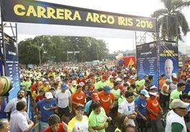 Familias y corredores se unieron en la Carrera Arcoiris 2016.