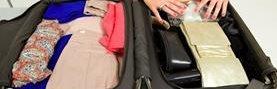 Antes de comenzar a meter cosas dentro de una maleta tenga claro que tipo de viaje va realizar. (Foto Prensa Libre: charliecolifestyle.files.wordpress.com)